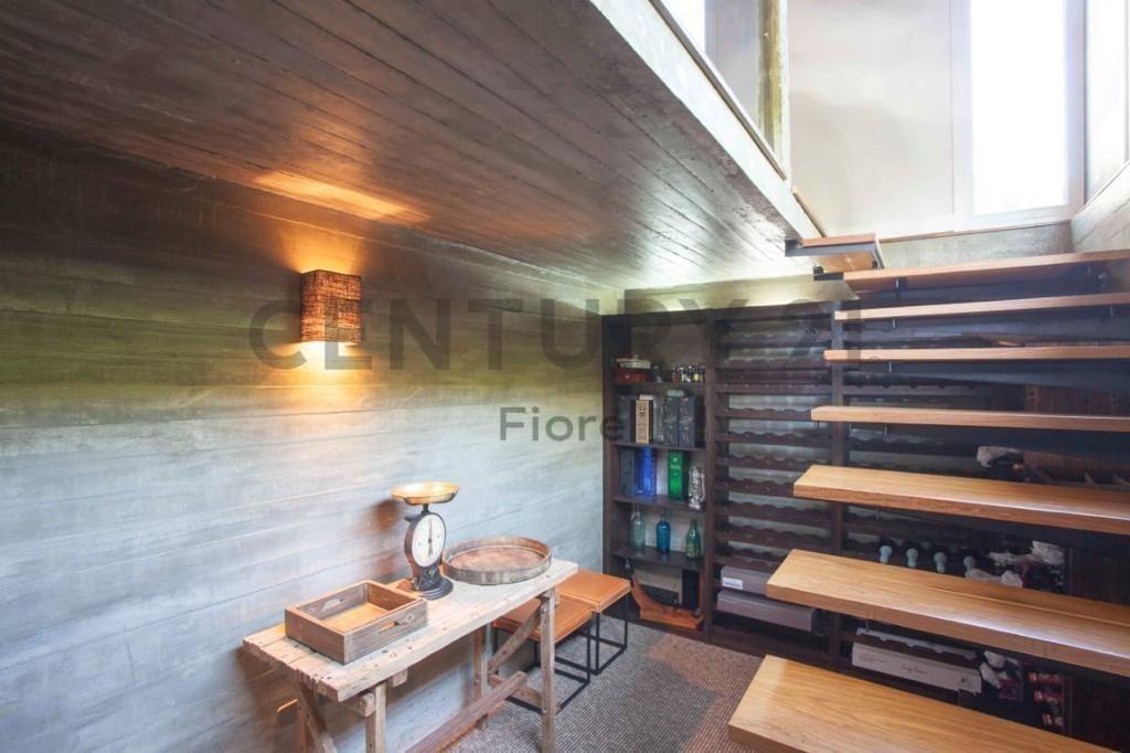 venta lujosa y amplia casa con cochera, parrilla y pileta, san isidro