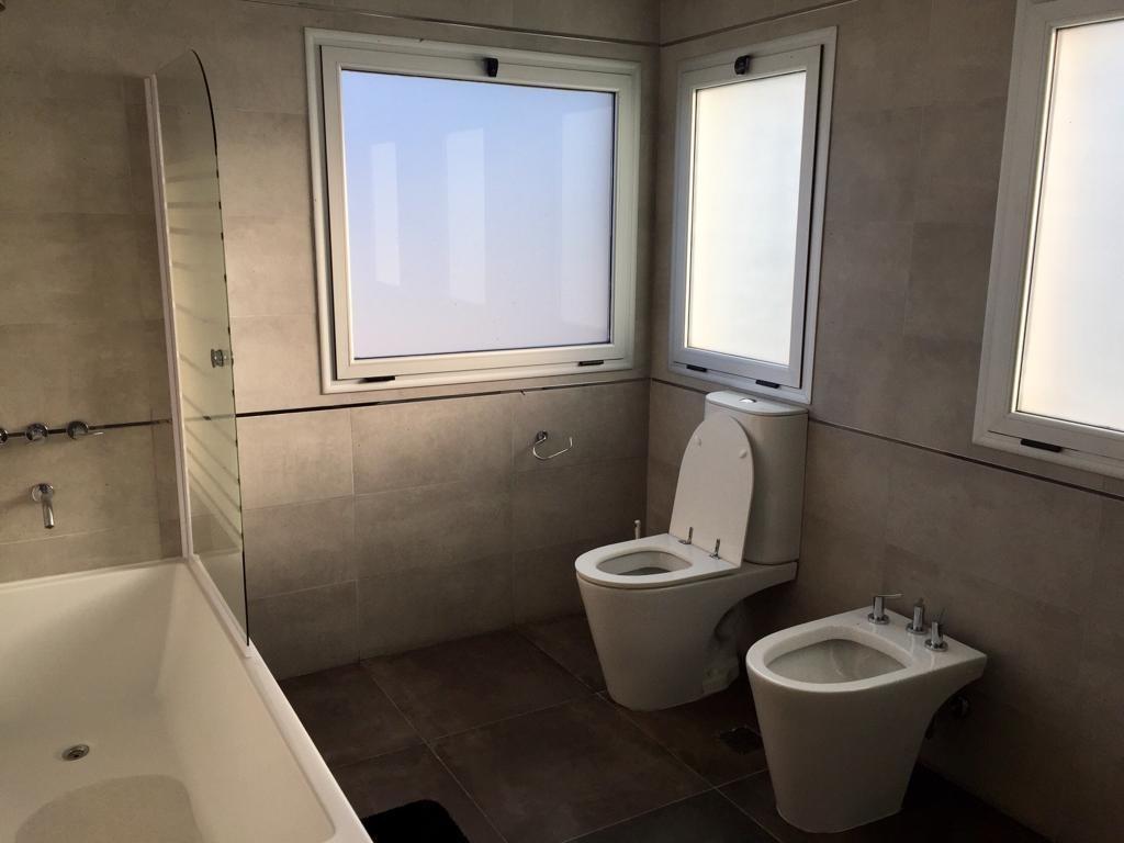 venta moderna casa a la laguna de 3 dormitorios en san francisco, villanueva