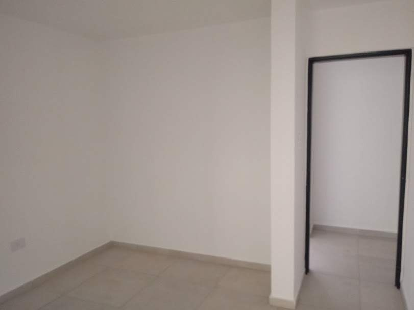 venta moderna casa de 2 dorm en barrio con seguridad villa catalina
