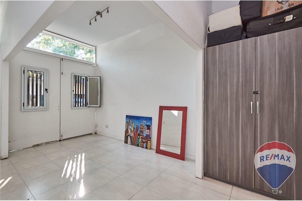 venta moderno ph villa urquiza con cochera.