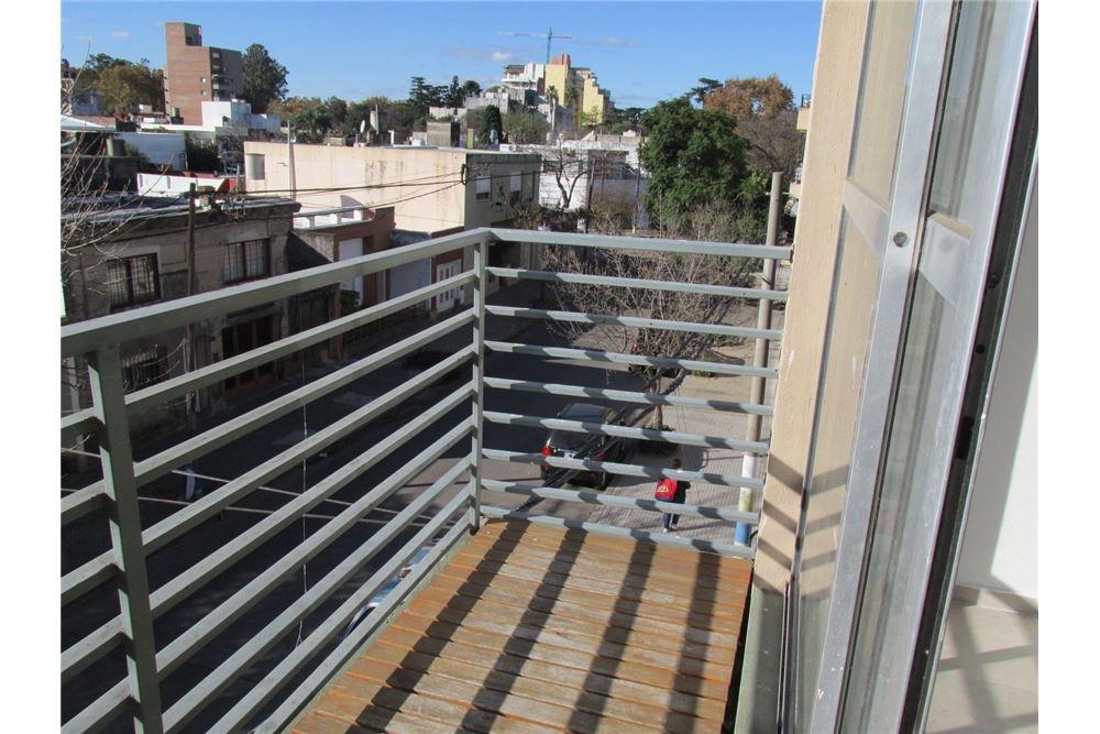 venta monoambiente con balcón al frente