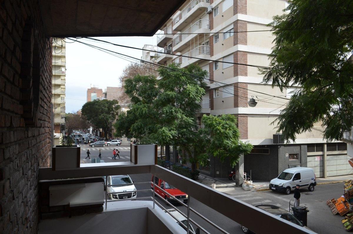 venta monoambiente con balcon - zona centro - remodelado a nuevo