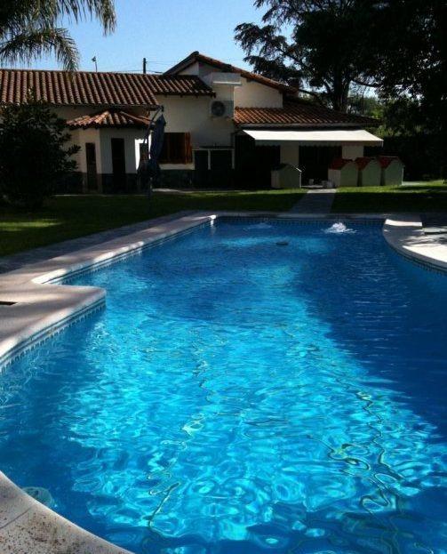 venta monte grande chalet lote de 1800 m2, quincho y piscina