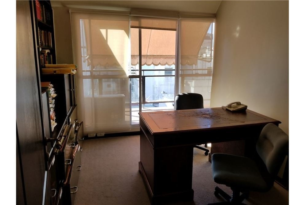 venta oficina  microcentro ,4 despachos + sala.