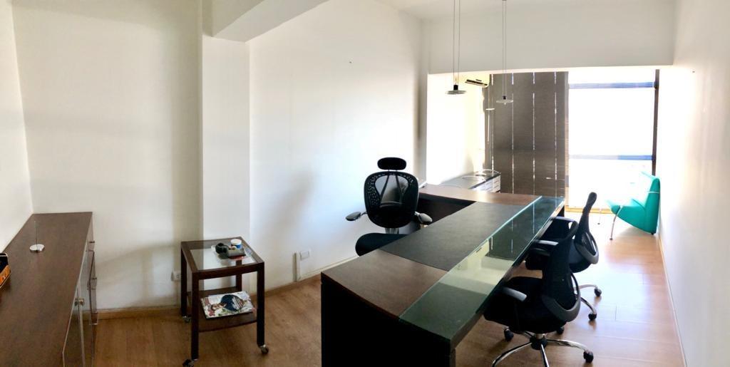 venta oficina pleno centro con 2 privados piso completo
