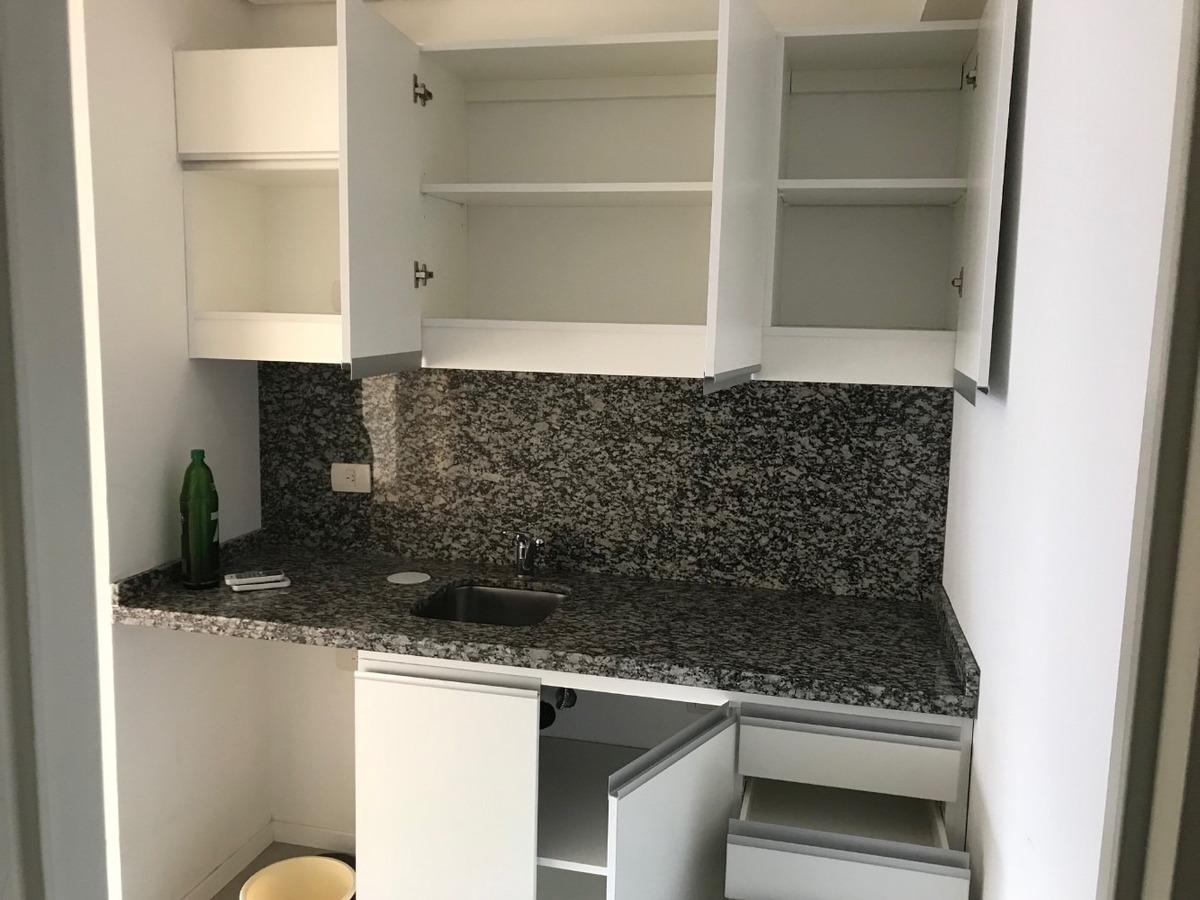 venta oficina sobre av. cabildo con cocina y baño