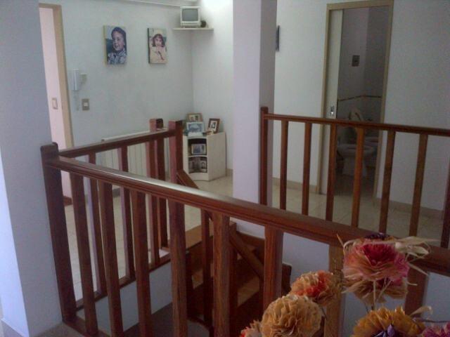 venta olivos casa de 6 ambientes y 5 baños