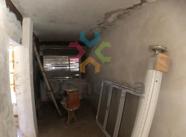 venta / oportunidad casa a terminar en 8 e/ 9 y 11 mercedes