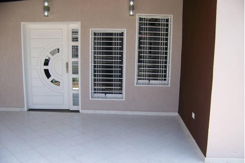 venta oportunidad casa de 205mts2 urb. privado en cagua.gbf