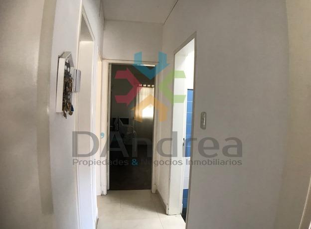 venta / oportunidad linda casa sobre calle 10 mercedes (b)