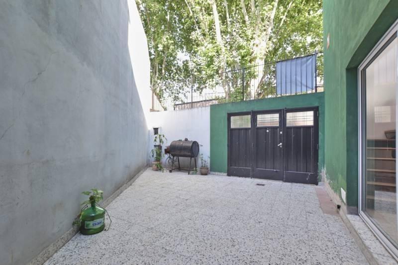 venta ¡oportunidad! | santo tomé al 2400, villa del parque | 3 ambientes con patio y terraza | excelente barrio | entrada de vehiculo | habitación en suite