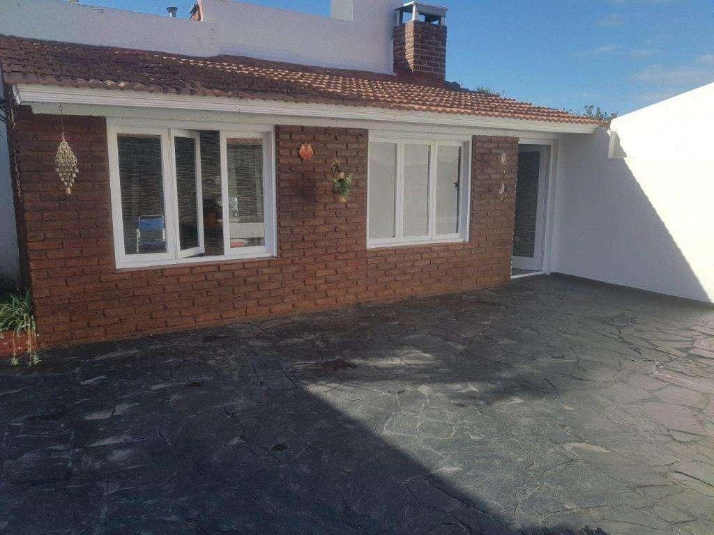 venta  permuta chalet 4 ambientes reciclado patio terraza garage quincho parrilla