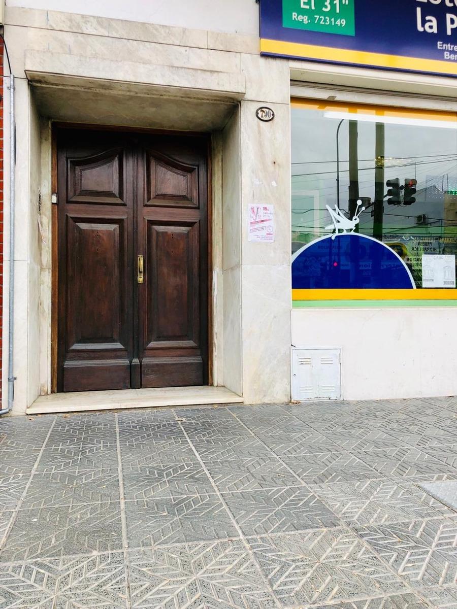 venta p.h 1º piso de 3 ambientes / av. mitre 800