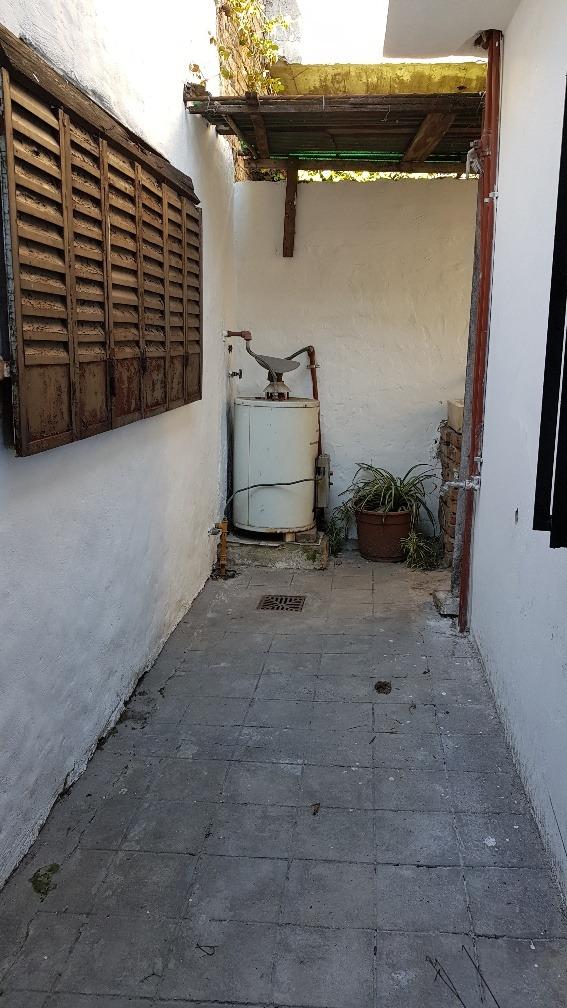 venta ph 2 ambientes con patio, v. ballester