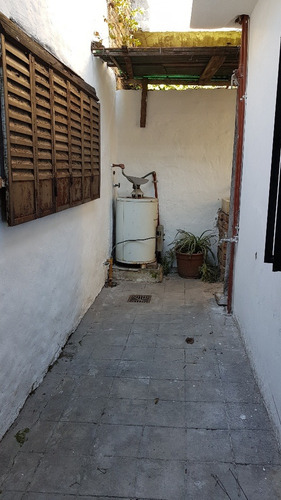 venta ph 2 ambientes con patio, v. ballester