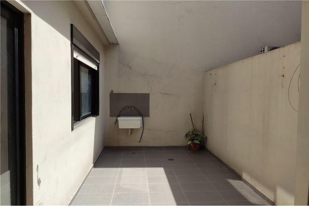 venta ph 2 ambientes semi nuevo c/patio