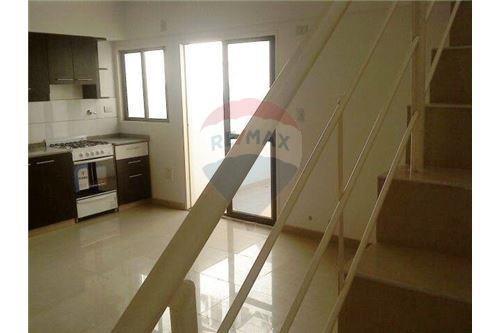 venta ph 2 ambientes - terraza propia - luminoso