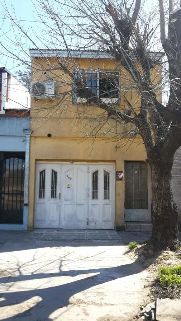 venta ph 2 dormitorios  terraza por escalera ituzaingo