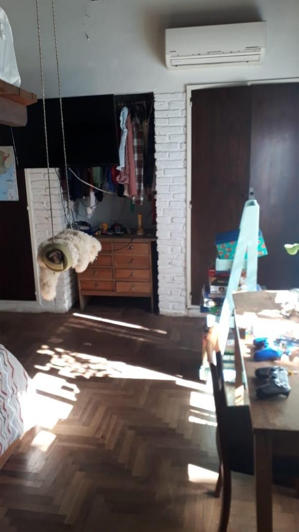 venta ph 2 dormitorios y gran jardin - la lucila - retasado