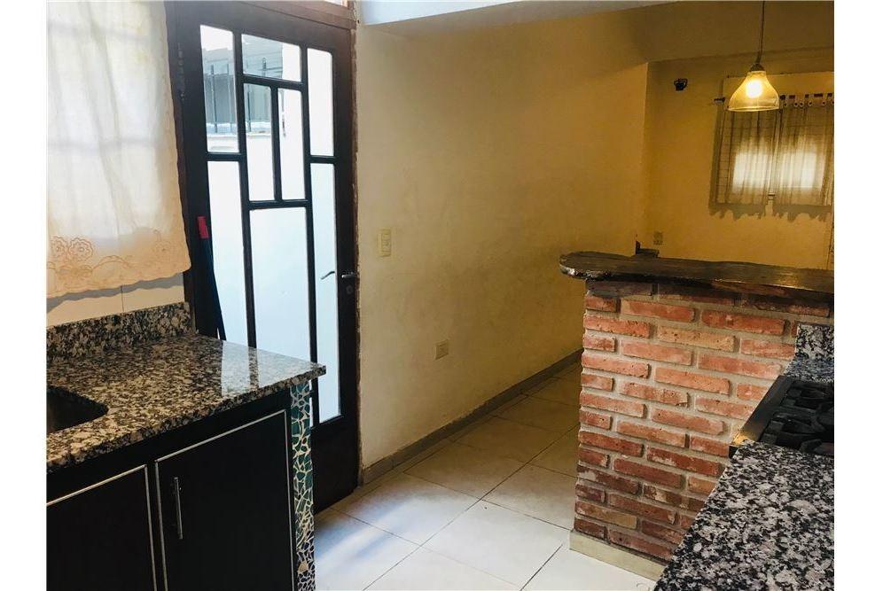 venta ph 3 ambientes con cochera y patio bernal