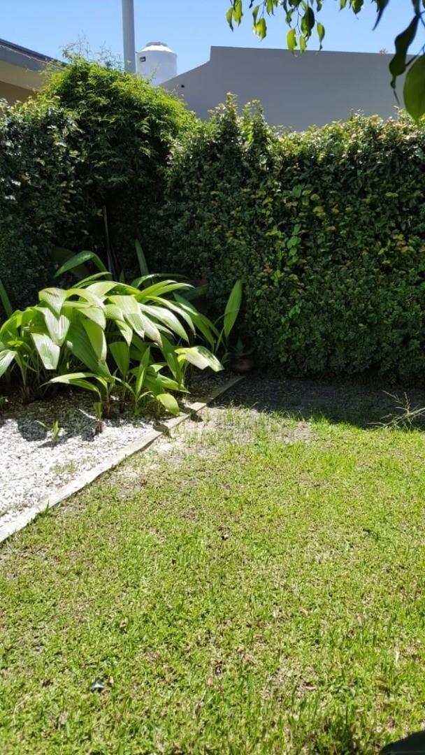 venta ph 3 ambientes con jardín - villa adelina