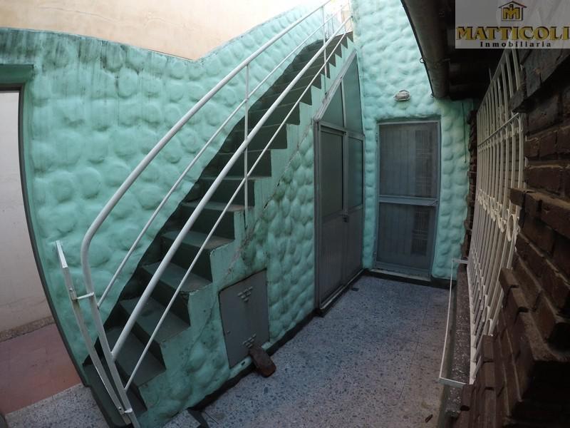 venta ph 3 ambientes con patio en ballester a 2 cdras estacion