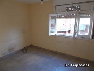 venta ph 3 ambientes con terraza, a mts de est liniers