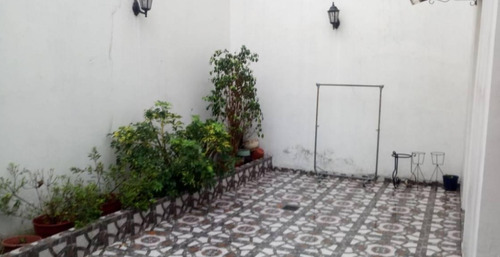 venta ph 3 ambientes floresta tipo casa con patio