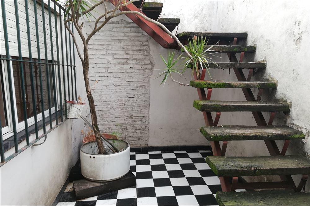 venta ph 3amb con patio y terraza. sin expensas