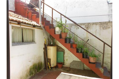venta ph 3amb c/patio y terraza a mts de av mitre!