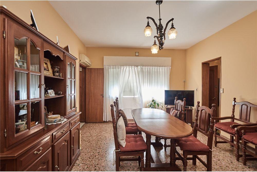 venta ph 4 ambientes, quincho,terraza, sin expensa