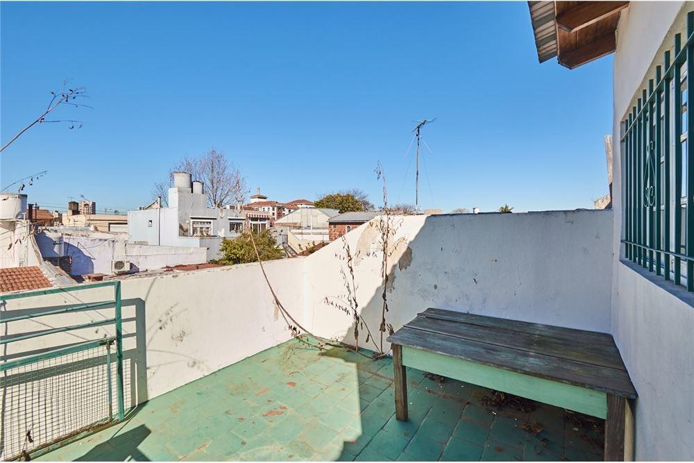 venta ph 4 dormitorios. patio y terraza. lanus