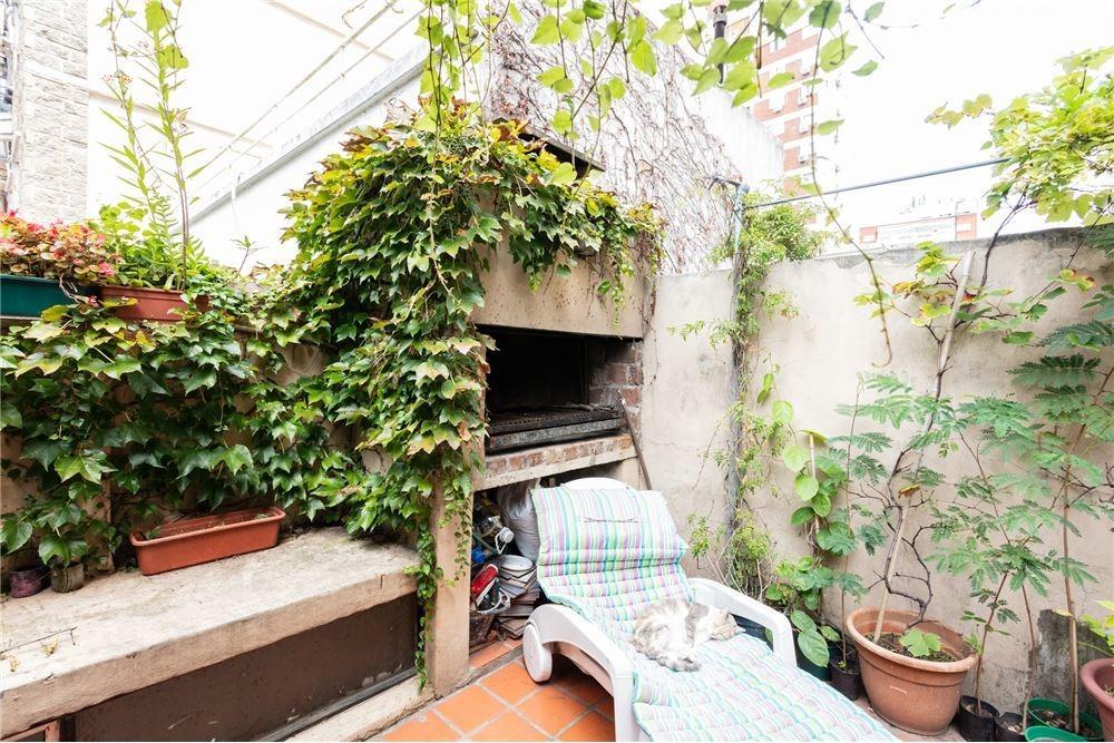 venta ph 5 amb. c/terraza y parrilla. almagro