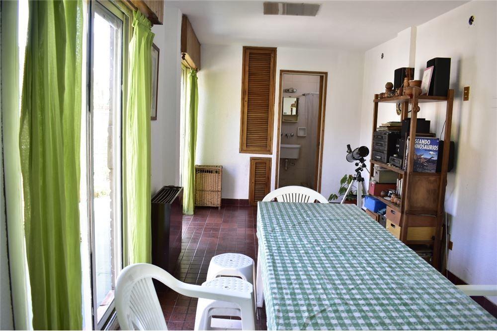 venta ph. 5 ambientes con terraza y quincho