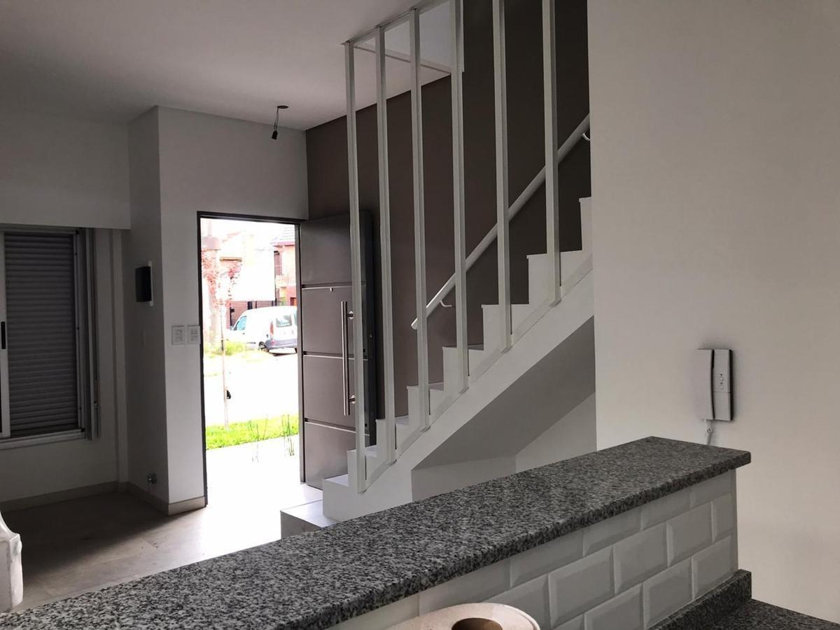 venta - ph a estrenar 3 ambientes- luminoso- ramos mejia- de categoria- patio- cochera