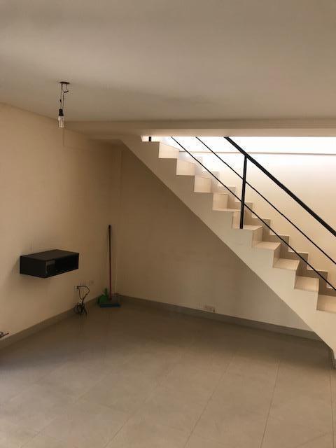 venta ph de 2 ambientes con terraza propia - liniers