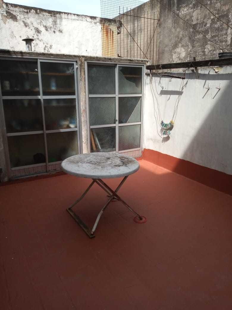 venta ph de 3 ambientes al frente con patio en mataderos.