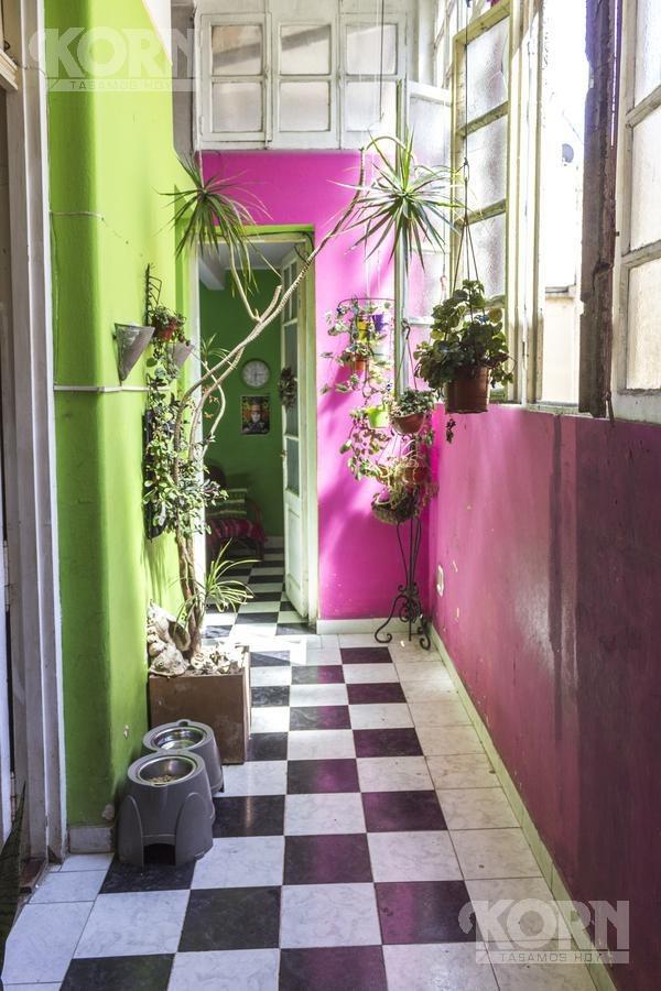 venta ph de 5 ambientes con dependencia y tres balcones, ideal hostel