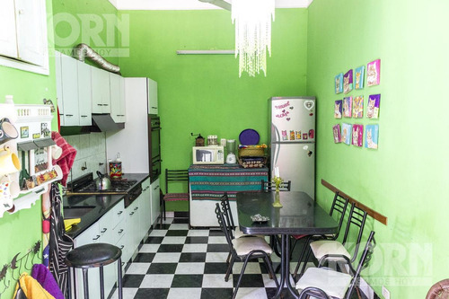 venta ph de 5 ambientes con dependencia y tres balcones, ideal hostel - constitucion
