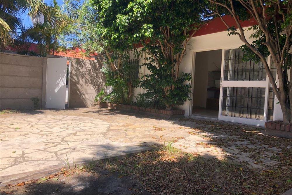 venta ph haedo 3 ambientes haedo con amplio jardin