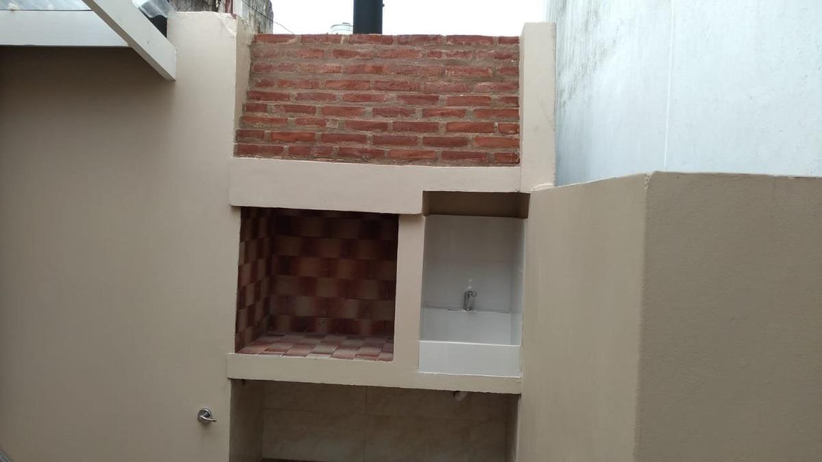 venta  / ph planta alta a la calle con entrada independiente,  de 3 ambientes con dependencia, patio, parrilla, a estrenar. impecable!!