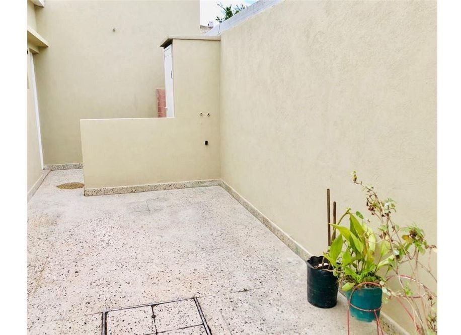 venta ph tipo casa al frente, patio, garage