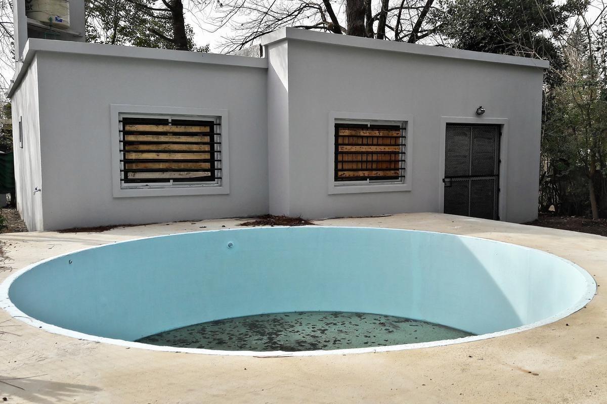 venta pilar - casa a estrenar 300 m2 de parque y gran piscina