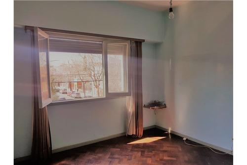 venta piso 4 ambientes muy luminoso s/expensas.