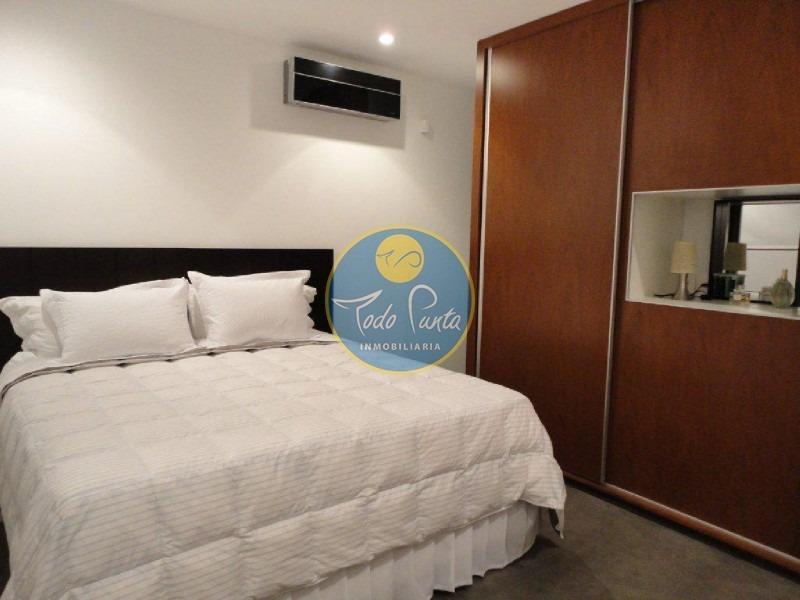 venta precio rebajado, 5 dormitorios en playa mansa casa, alquiler anual - ref: 4415
