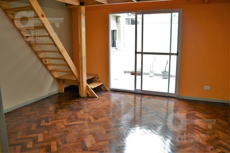 venta, san telmo, 2 ambientes con patio. sin expensas! 57m2   12 entrepiso