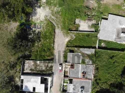 venta terreno 134.4 m² cimientos ceas tuxpan veracruz. excelente ubicación a 4 cuadras de la carretera federal tuxpan - tampico. consta de 134.40 m² con cimientos de concreto con varilla para constru