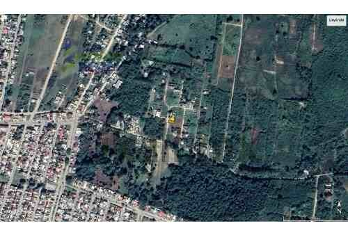 venta terreno 160 m² col. kawatzin coatzintla veracruz. ubicado sobre calle cedros, el terreno cuenta con un frente de 8 m y una largura de 20 m, dando una superficie útil de 160 m². el terreno se en