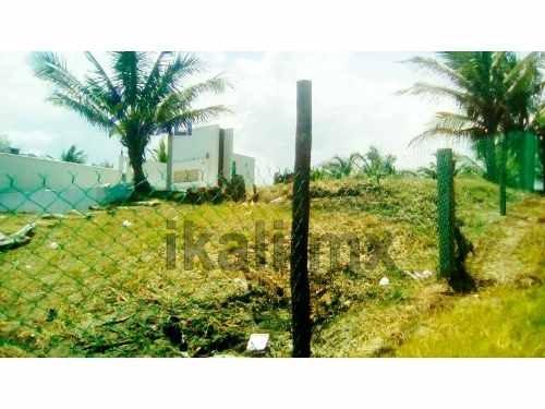 venta terreno 290 m² en playa azul cazones veracruz, se encuentra ubicado a unos metros de la playa azul de cazones, cuenta con 290 m² de terreno, el tipo de terreno es plano, la zona cuenta con el s