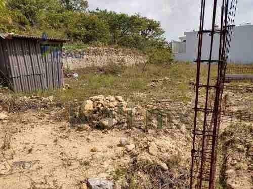 venta terreno 300 m² nueva sección de jardines de tuxpan veracruz. terreno con construcción de cochera para 2 autos y los cimientos para una casa, ubicado en calle róbalo s/n, entre la calle de marli